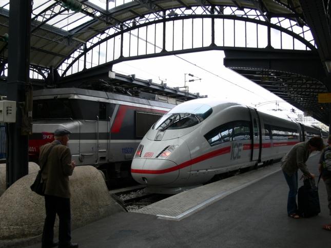 フランスの機関車とICE01 (1280x960)